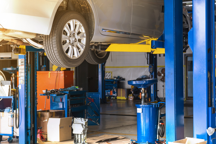 Car Repair Garage with Auto lift and car